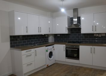 Thumbnail 1 bed flat to rent in Downs Road, Luton