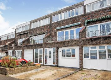 Colne Place, Basildon SS16. 5 bed terraced house