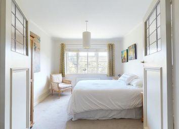 Thumbnail 2 bed flat to rent in Roehampton Close, London