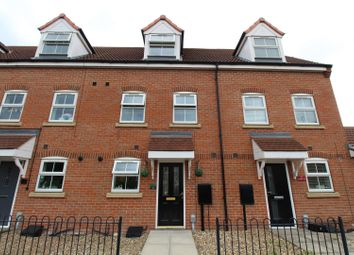 3 bed town house for sale in Attringham Park, Kingswood, Hull HU7