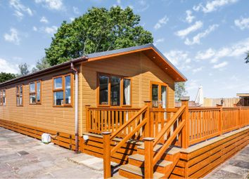 Lakeside Holiday Park, Chichester PO20. 3 bed mobile/park home for sale