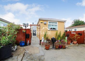 Thumbnail 2 bedroom mobile/park home for sale in Sunset Drive, Havering-Atte-Bower, Romford