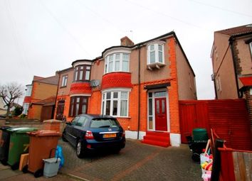 3 bed property to rent in Aldermoor Road, London SE6
