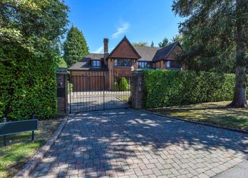 Thumbnail 6 bed detached house to rent in Broad High Way, Cobham