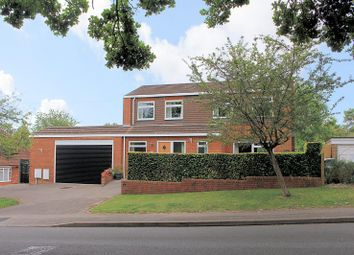 Oak Tree Road, Tilehurst, Reading RG31. 3 bed detached house