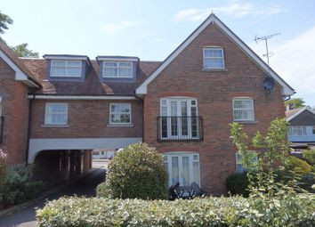 Thumbnail 2 bedroom flat to rent in Brighton Road, Lower Kingswood, Tadworth