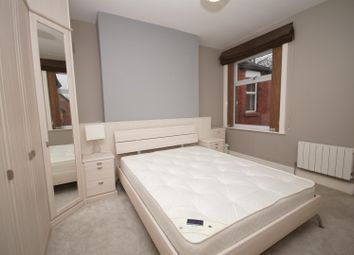 Room to rent in Room 3, Somerset Road, Heaton BL1