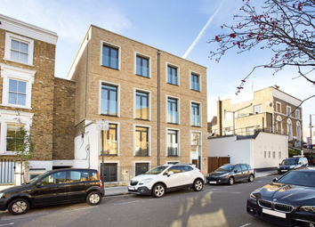 Thumbnail 1 bed flat to rent in Britannia Road, Fulham, London