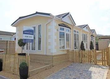 Thumbnail 2 bed mobile/park home for sale in Lyndene Road, Didcot, Oxfordshire