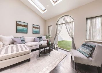 Thumbnail 3 bedroom flat for sale in Queen's Gate Gardens, London