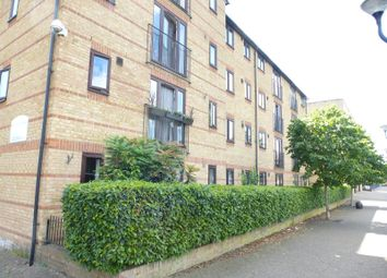 Thumbnail 2 bed flat to rent in Ringwood Gardens, London