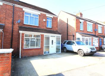 Thumbnail 3 bed property to rent in Cedars Road, Maidenhead