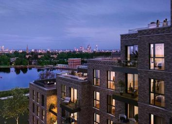 Woodberry Grove, London N4. 2 bed flat for sale