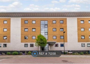 2 bed flat to rent in Fishguard Way, London E16