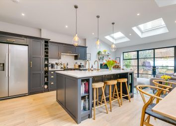 Gauden Road, Clapham SW4. 2 bed flat for sale