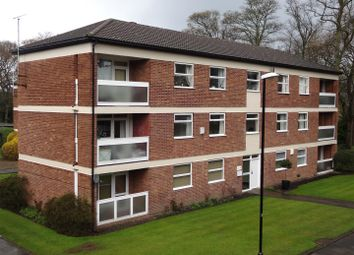 3 bed flat to rent in Foxhill Court, Weetwood, Leeds LS16