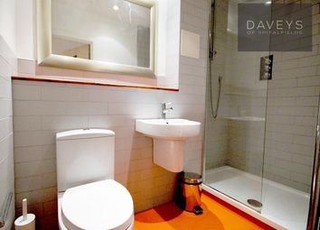 Thumbnail 2 bedroom flat to rent in Raven Row, London