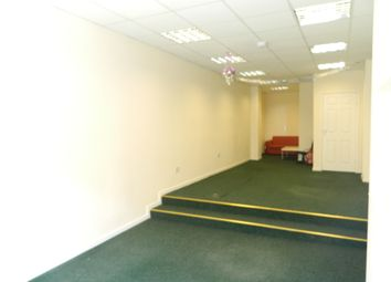 Retail premises to let in Lower High Street, Wednesbury WS10