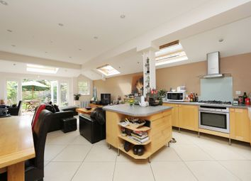 Thumbnail 2 bed flat for sale in Kenyon Street, Fulham, London
