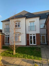 2 bed flat to rent in Hatton Road, Feltham TW14