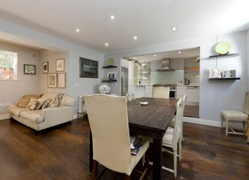 Westmoreland Terrace, Pimlico SW1V. 3 bed town house