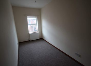Thumbnail 2 bedroom flat to rent in Dallow Road, Luton, Bedfordshire LU1, Luton
