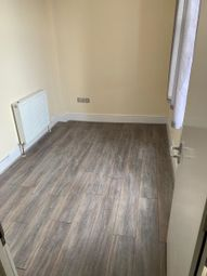 Thumbnail Room to rent in Station Parade, South Street, Romford