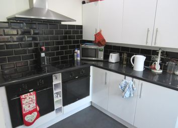 Thumbnail 7 bed property to rent in Kendal Lane, Leeds