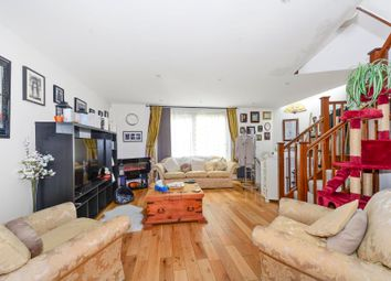 Thumbnail 2 bedroom flat to rent in Askew Crescent, London