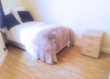 Thumbnail Room to rent in Manor House, Marylebone, Central London