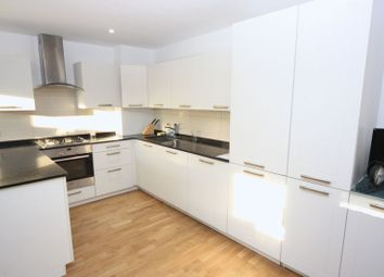 Woodridings Close, Hatch End, Pinner HA5. 2 bed flat