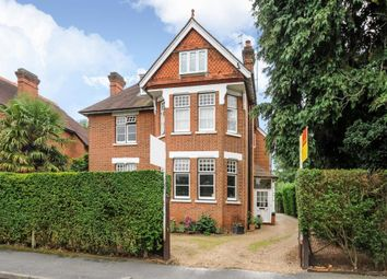 Thumbnail 2 bedroom flat to rent in Ray Park Road, Maidenhead