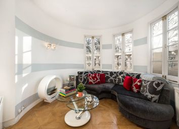 Royal Crescent, London W11. 1 bed flat for sale