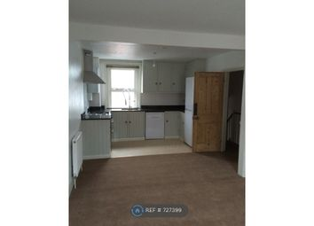 2 bed flat to rent in Station Road, Horsham RH13