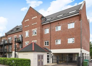 Thumbnail 2 bed flat for sale in Rickmansworth, Hertfordshire
