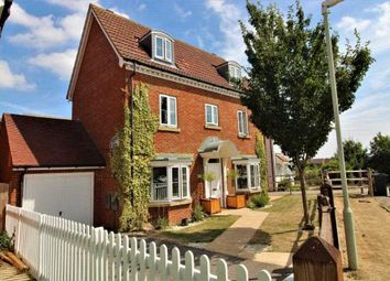 4 bed town house for sale in Hedgers Way, Ashford TN23