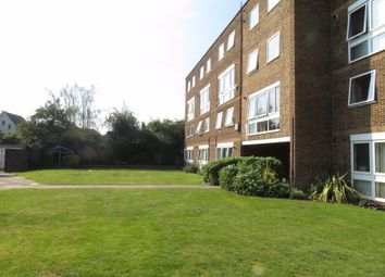 3 bed flat to rent in Cleveland Road, London E18