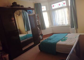 Thumbnail Room to rent in Kinfauns Road, Ilford