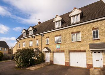 Thumbnail 3 bed town house to rent in Fieldfare Close, Bicester