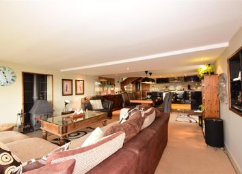 Thumbnail 2 bed mobile/park home for sale in Castle View Boat Yard, Strood, Rochester, Kent