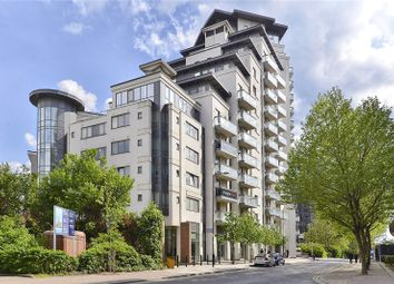Thumbnail 2 bed flat to rent in Limeharbour, London