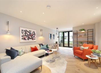 Thumbnail 4 bed property for sale in Ropemakers Fields, London