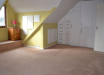 Thumbnail 2 bed flat to rent in The Avenue, London, Greater London.
