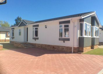 Thumbnail 2 bed mobile/park home for sale in Five Furlong Caravans, Queen Street, Paddock Wood, Tonbridge