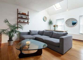 2 Bedrooms Flat for sale in Crouch Hill, London N8