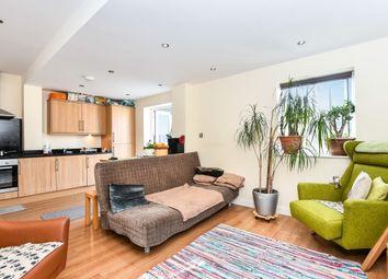 Thumbnail 2 bedroom flat to rent in Englands Lane, Loughton
