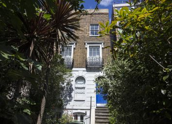 Peckham Road, Camberwell SE5. 2 bed flat for sale