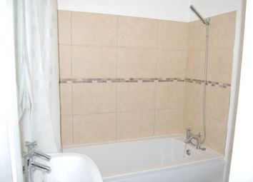 2 bed flat to rent in Crockford Park Road, Addlestone KT15