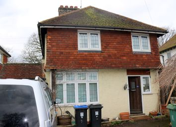 Thumbnail Room to rent in Queens Avenue, Byfleet, West Byfleet