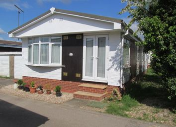 Thumbnail 3 bedroom mobile/park home for sale in Mereoak Park, Three Mile Cross, Reading, Berkshire